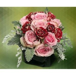 Elegant Centerpiece with Pink Roses