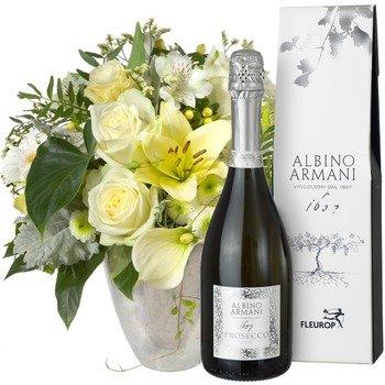 Exquisite Magic of Blossoms with Prosecco Albino Armani DOC (75cl)