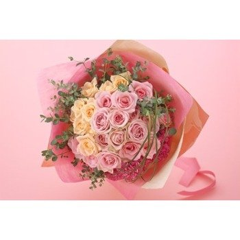 Elegant hand-tied bouquet mainly with roses (Vase not included)